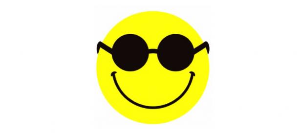 círulo amarelo com um largo sorriso e óculos escuros com lentes redondas
