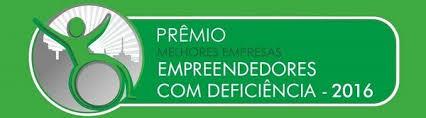 Logomarca: Um retângulo verde com caixa de texto escrito Prêmio Melhores Empresas para Trabalhadores com Deficiência. Ao lado esquerdo circulo com o símbolo de acessibilidade: um contorno de um boneco numa cadeira de rodas.